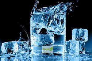 فواید و مضرات نوشیدن آب سرد در تابستان