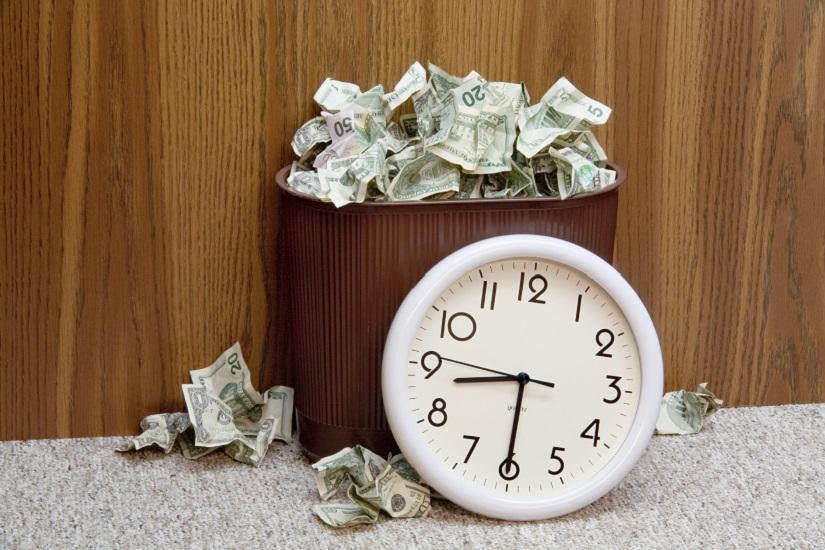 ساعت در سطل زباله