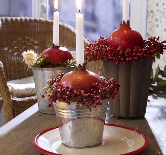 تزئین لیوان با انار در شب یلدا
