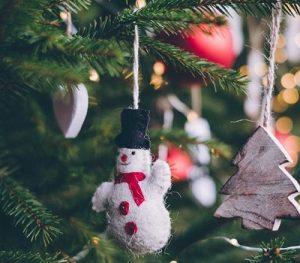 عکس پروفایل تزئین درخت کاج
