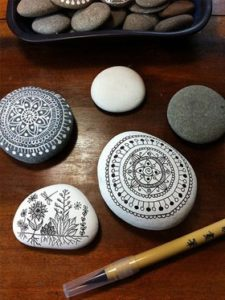 تزئین سنگ برای کاردستی