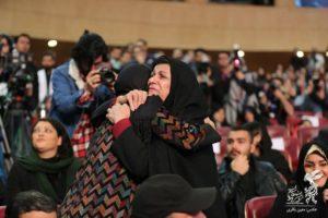 الناز شاکردوست و مادر شهیدان فائزه و شهاب منصوری